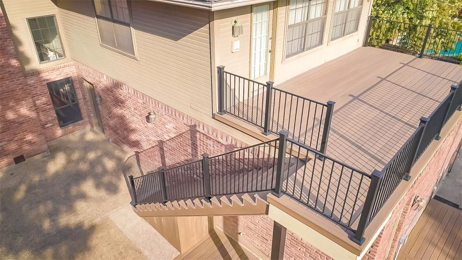 Redwoods Inc Waco - Large Deck with Metal Railing Project