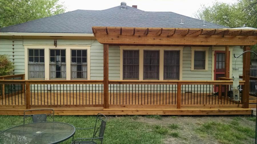 Redwoods Inc Waco - Split Pergola Deck with Metal Railing