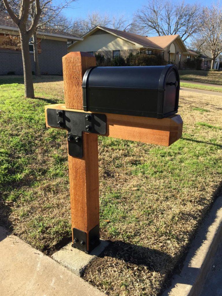 Redwoods Inc Waco - Cedar Post Mailbox Stand